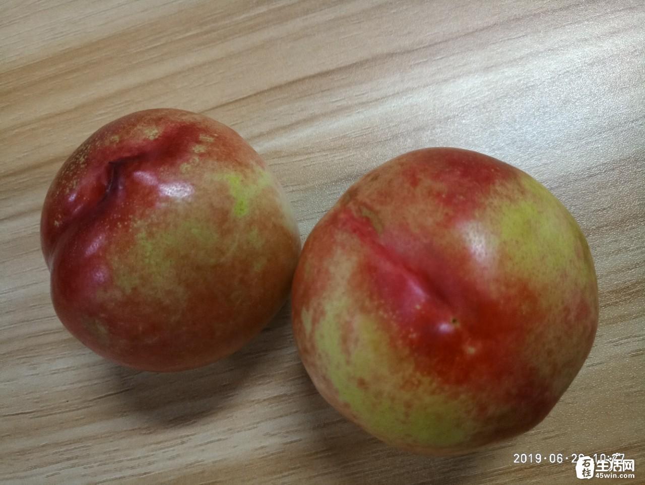 搞不懂!现在的女娃儿,苹果要吃脆的,桃子要吃软的,难道有什么不一样嘛?