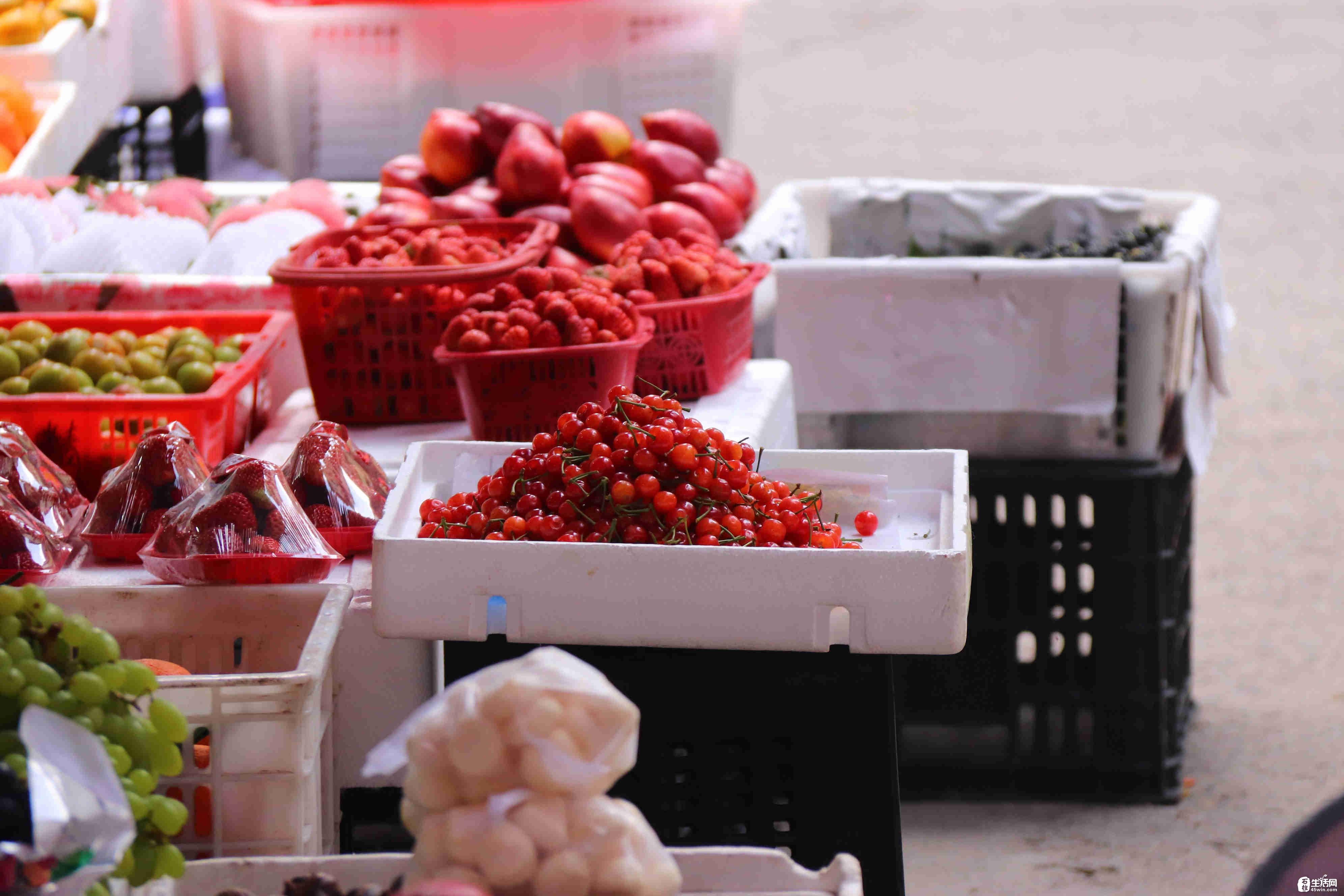 红彤彤的樱桃上市了,30元/斤,你舍得买吗?网友:吃不起